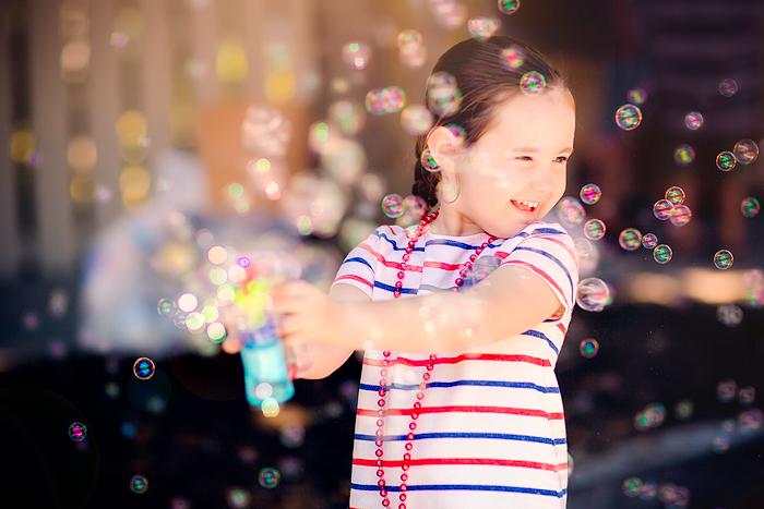 TracySweeney_ElanStudio_girl_playing_with_bubbles_5
