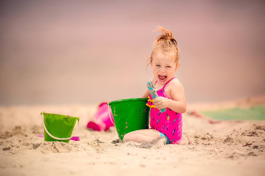 TracySweeney_ElanStudio_girl_toddler_playing_in_sand_7