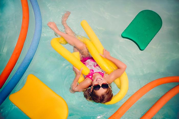 TracySweeney_ElanStudio_girl_on_pool_float_6