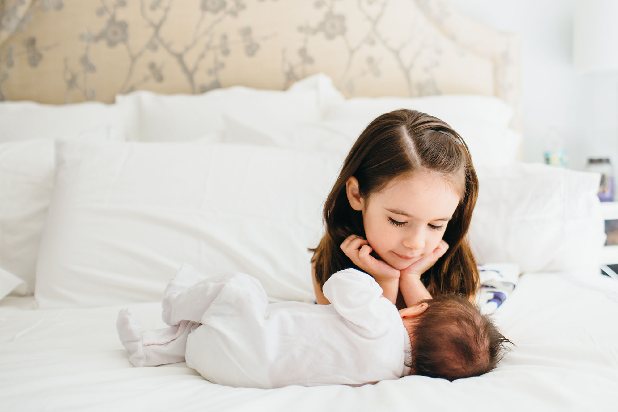 newborn lifestyle photography, siblings, big sister, baby, master bedroom